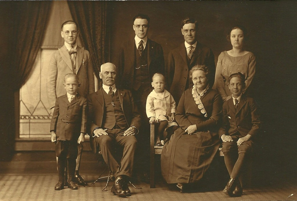 John and Alwilda Casner Family-1917